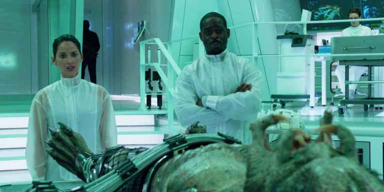 Sterling-K-Brown-and-Olivia-Munn-in-The-Predator